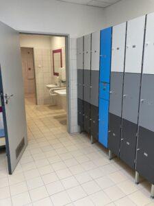 Szatnio/przebieralnie i toalety dla osób zniepełnosprawnościami